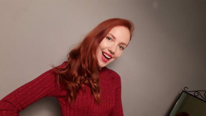 """Фото с Галиной Боб в красном платье на съемках первой серии скетчкома """"Мама от блога"""" под ключ"""